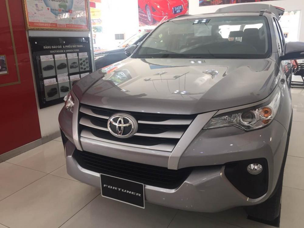 Bán ô tô Toyota Fortuner 2.4G  màu bạc, nhập khẩu