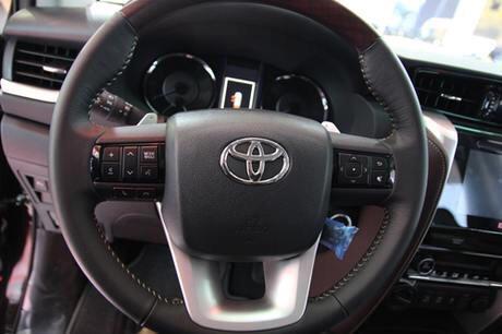 Toyota Fortuner 2.7V (4X4) , màu nâu, nhập khẩu chính hãng