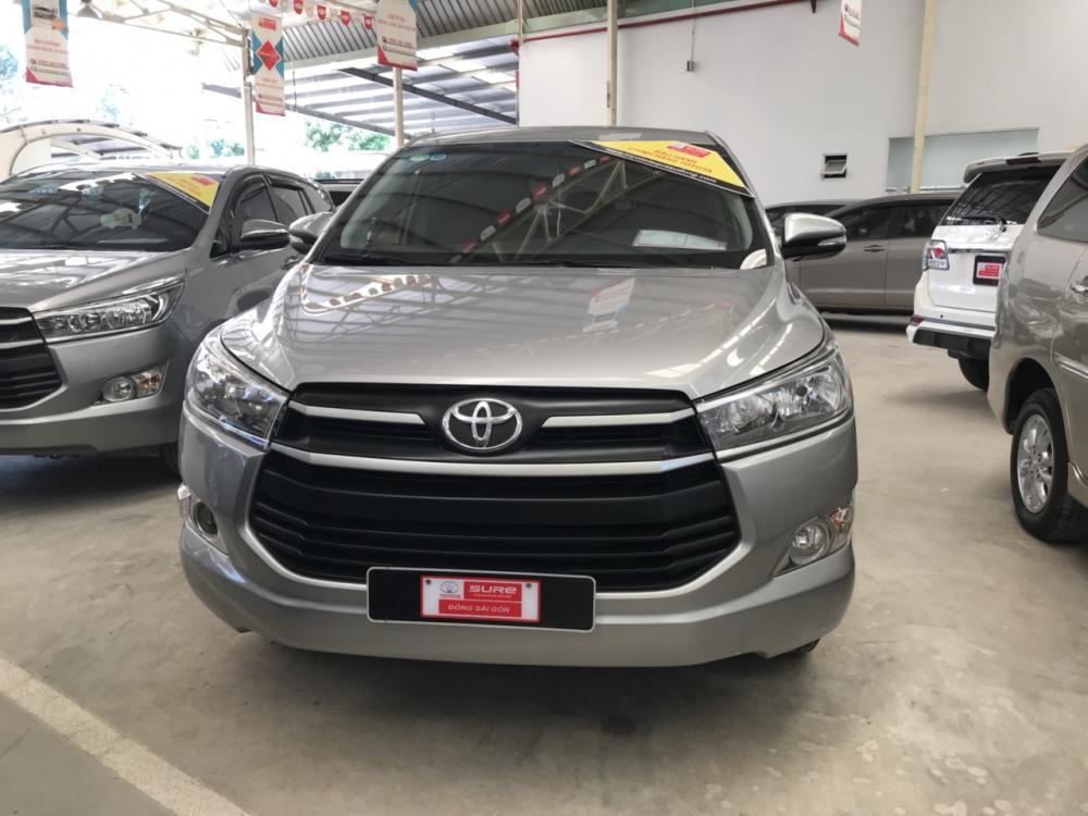 Cần bán gấp Toyota Innova đời 2017, màu bạc