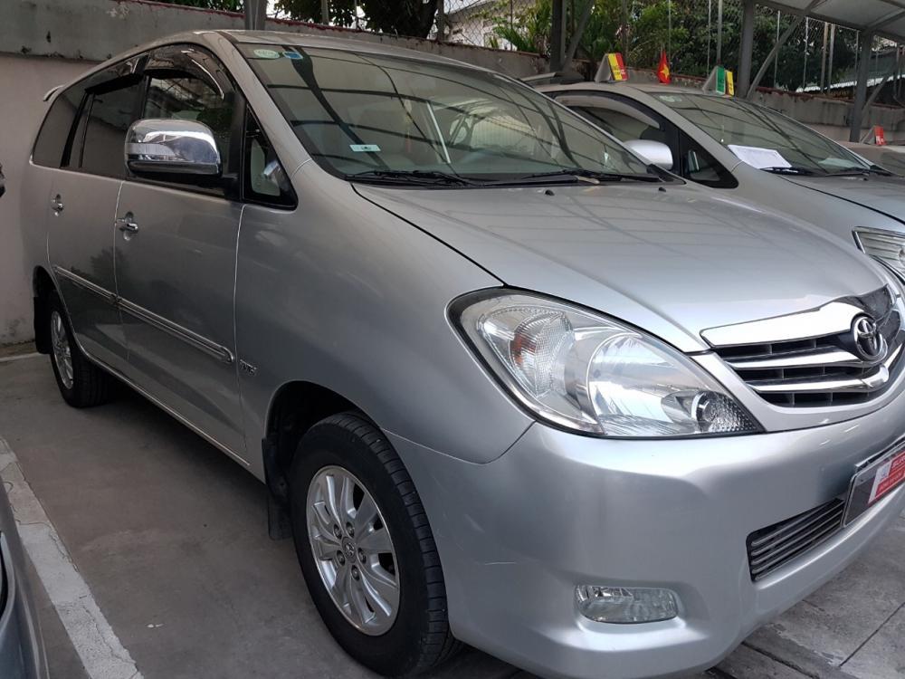 Bán xe Innova V sản xuất 2009 màu bạc, giám giảm đặc biệt