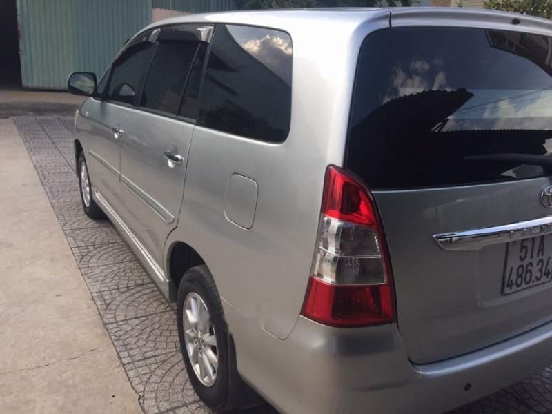 Bán Toyota Innova 2013, màu bạc