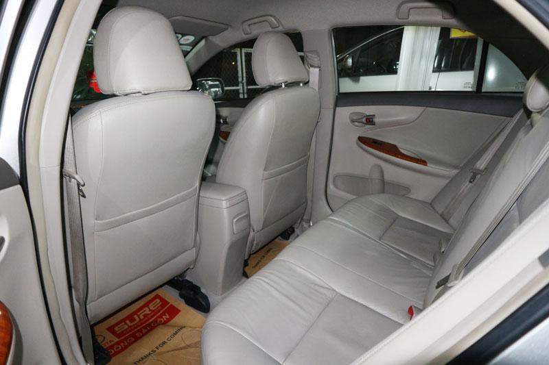 Bán xe Altis 2.0V sản xuất 2010 màu bạc, giá giảm 30 triệu