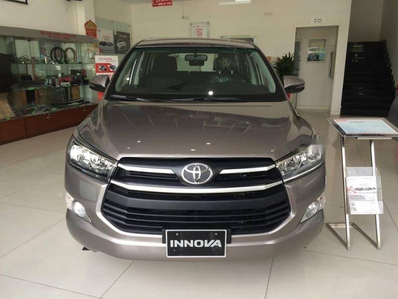 Bán Toyota Innova sản xuất năm 2019, màu xám, giá tốt