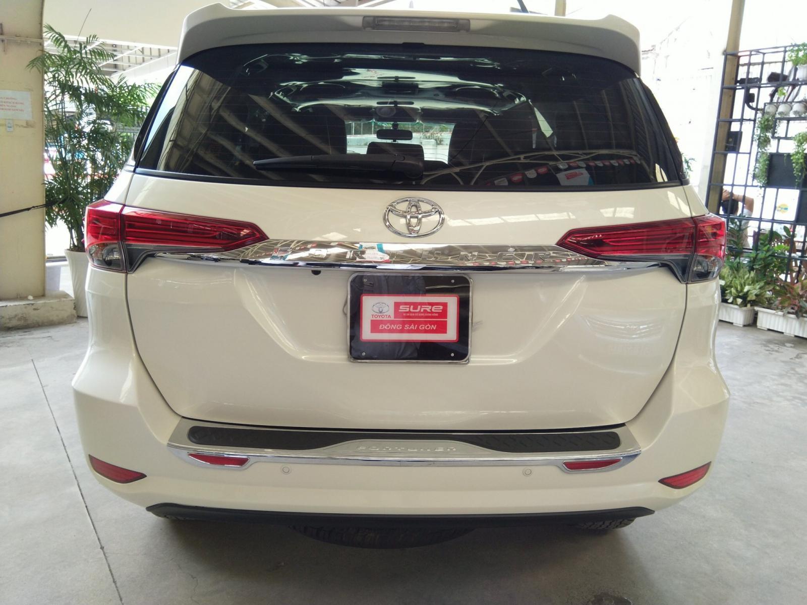 Bán Toyota Fortuner V 4x2 đời 2017, màu trắng, xe nhập