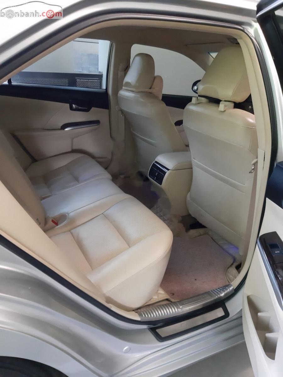 Bán xe Toyota Camry 2.0E năm 2015, màu bạc, giá chỉ 800 triệu