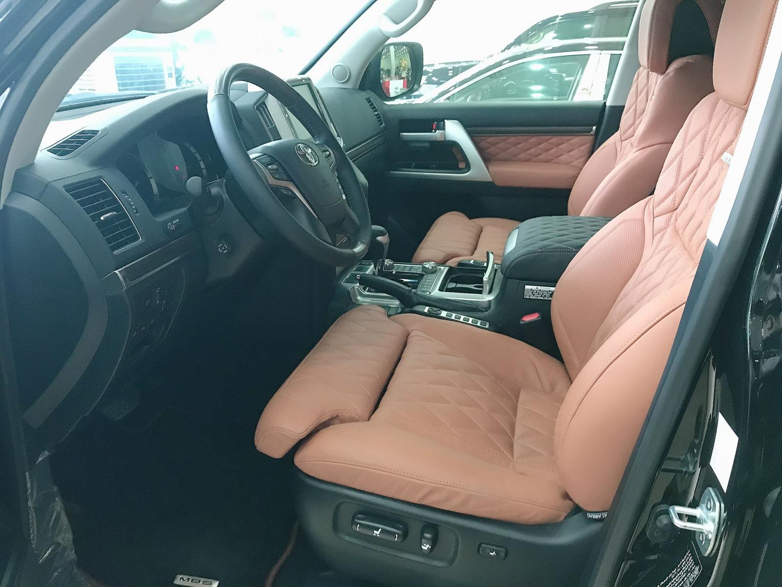 Bán Toyota Landcruise 5.7 VXS, 4 ghế Massge Vip, Model 2020, xe giao ngay