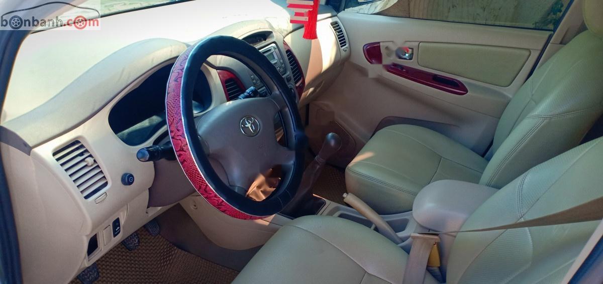 Bán Toyota Innova năm sản xuất 2006, màu bạc, 289 triệu xe còn mới lắm
