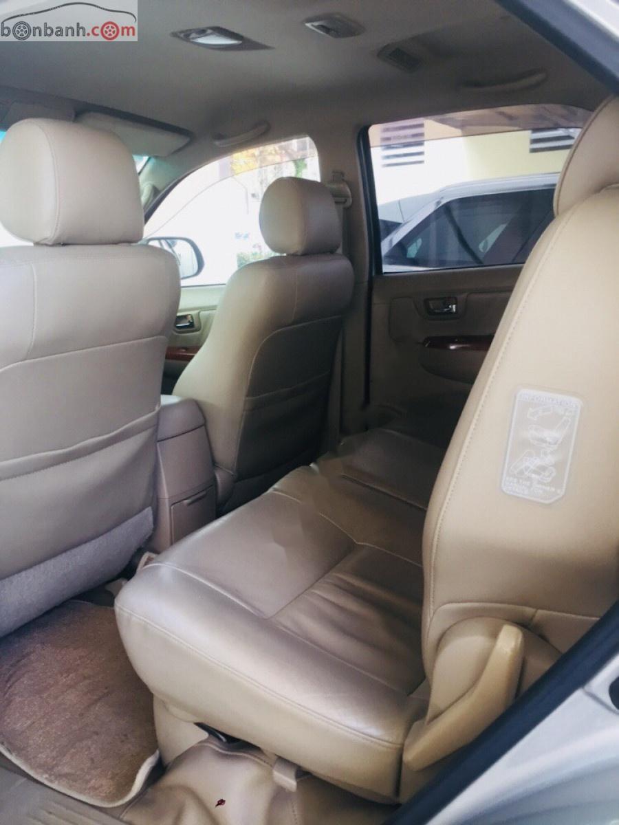Bán xe Toyota Fortuner 2.7AT 4x4 sản xuất 2009, màu bạc chính chủ
