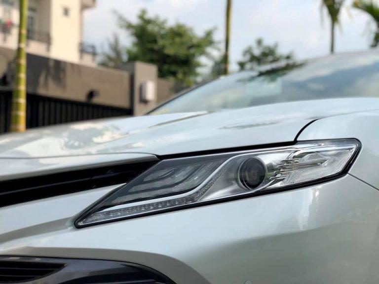Cần bán gấp Toyota Camry 2.5Q năm 2020, màu trắng, giá tốt nhất