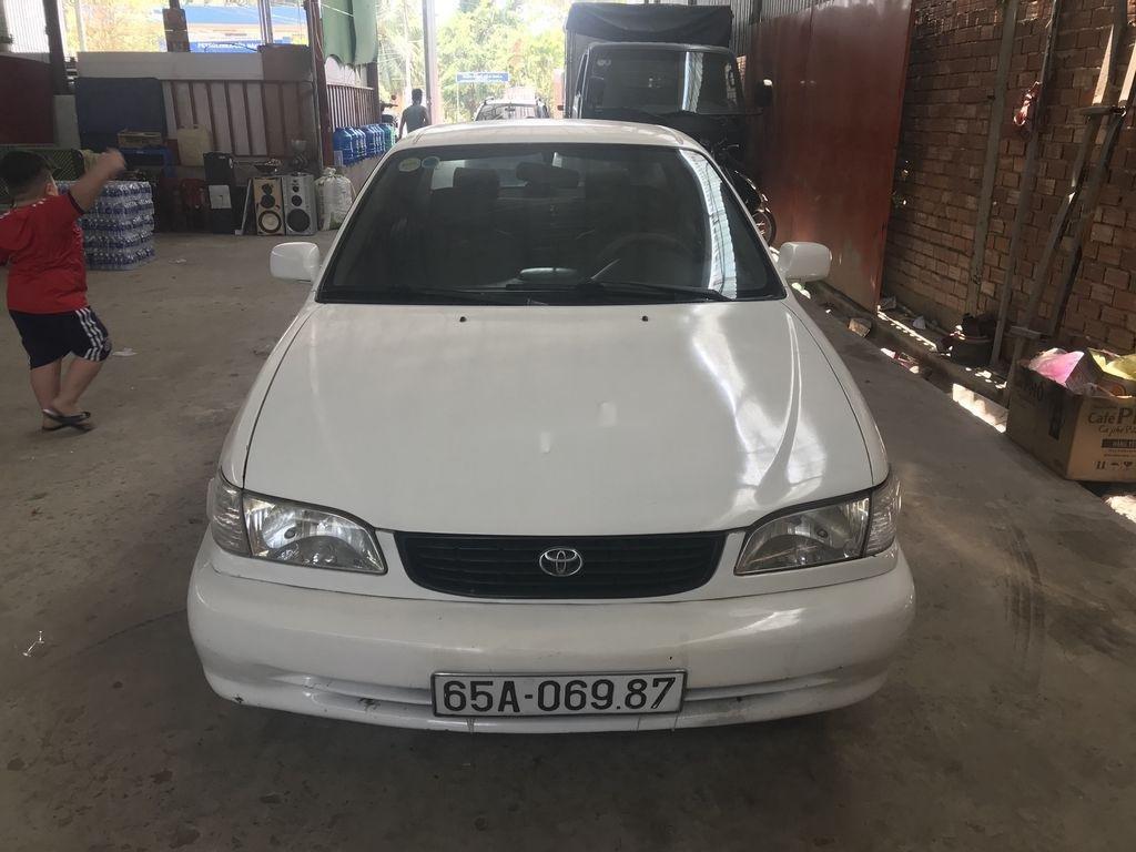 Cần bán gấp Toyota Corolla năm 2000, màu trắng