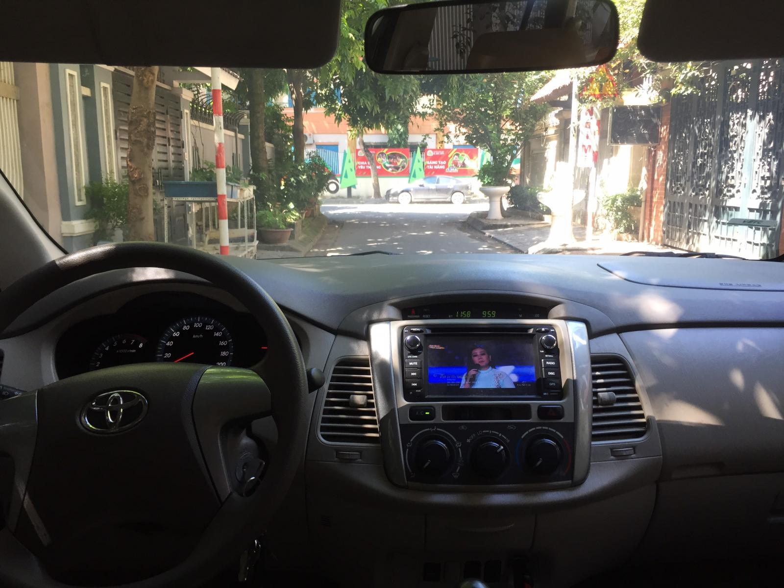 Gia đình cần bán chiếc xe ô tô Toyota Innova 2.0E SX 2016, màu ghi vàng