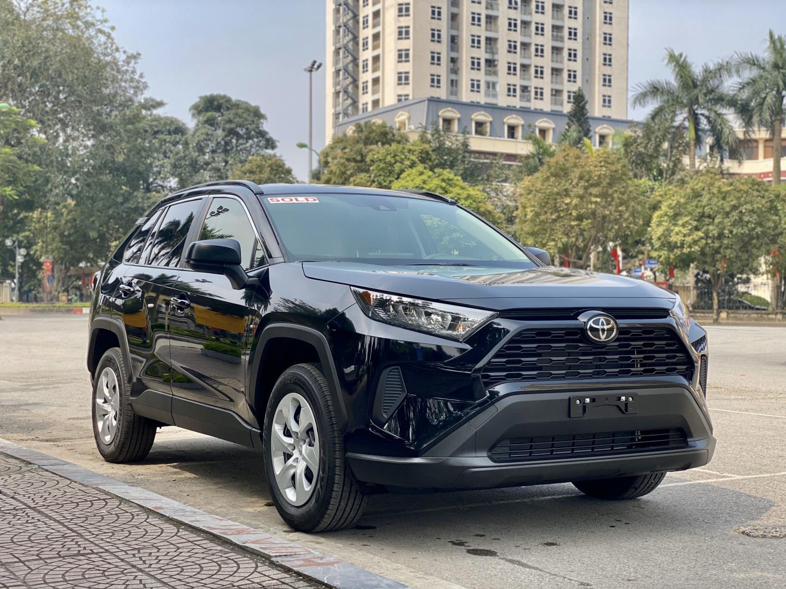 Bán Toyota RAV4 LE đời 2020, màu đen, nhập khẩu nguyên chiếc