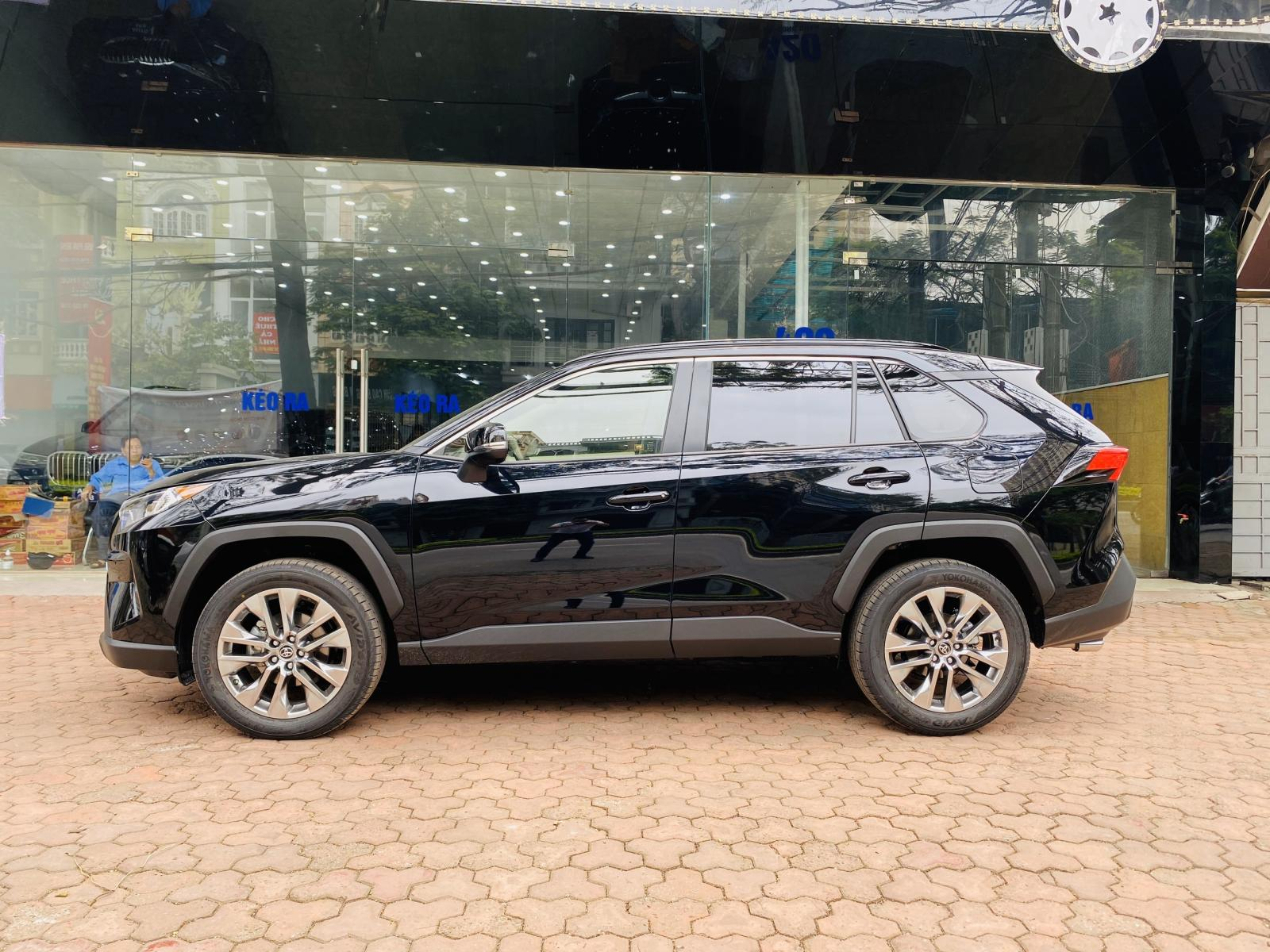 Cần bán Toyota RAV4 XLE đời 2020, màu đen, nhập khẩu chính hãng