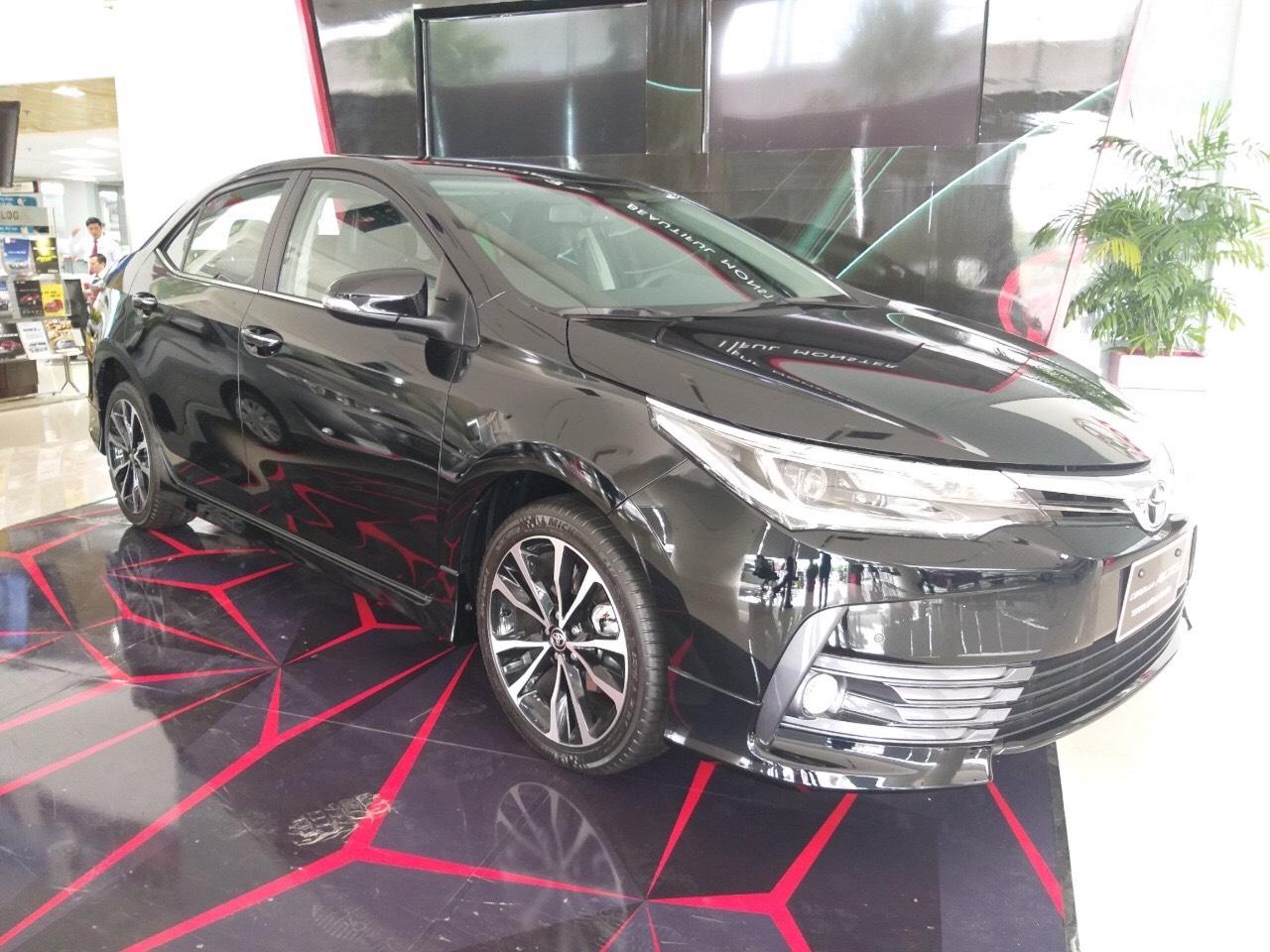 Bán ô tô mới Toyota Corolla Altis 1.8E MT đời 2019, màu đen, giá chỉ 637 triệu