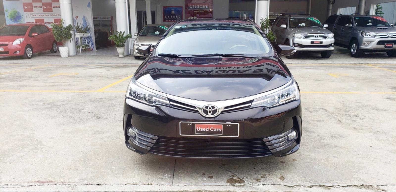 Cần bán gấp Toyota Corolla altis 1.8G AT sản xuất 2018, màu nâu