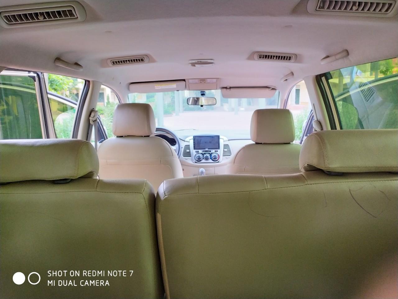 Cần bán xe Toyota Innova 2.0E đời 2014, màu vàng
