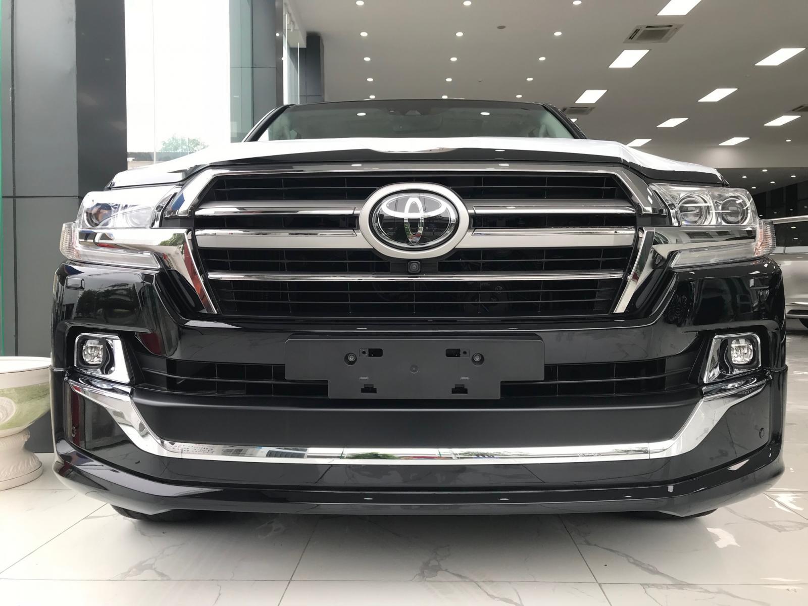 Bán Toyota Landcruiser 5.7V8 VX-S bản Trung Đông nhập mới 100%