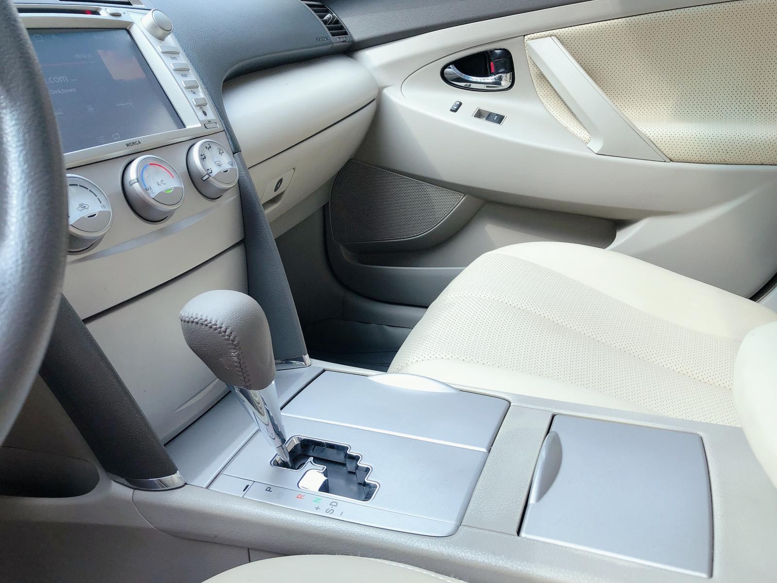 Toyota Camry LE sản xuất 2009 model 2010, màu đen, xe nhập khẩu Mỹ