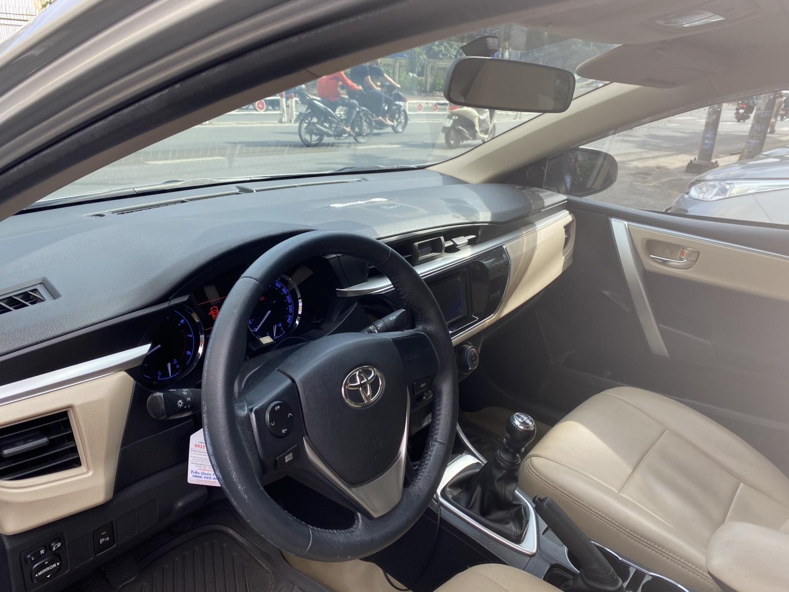 Bán xe Altis số sàn sx 2015 màu bạc chạy 73.000 km, xe gia đình chất khừ
