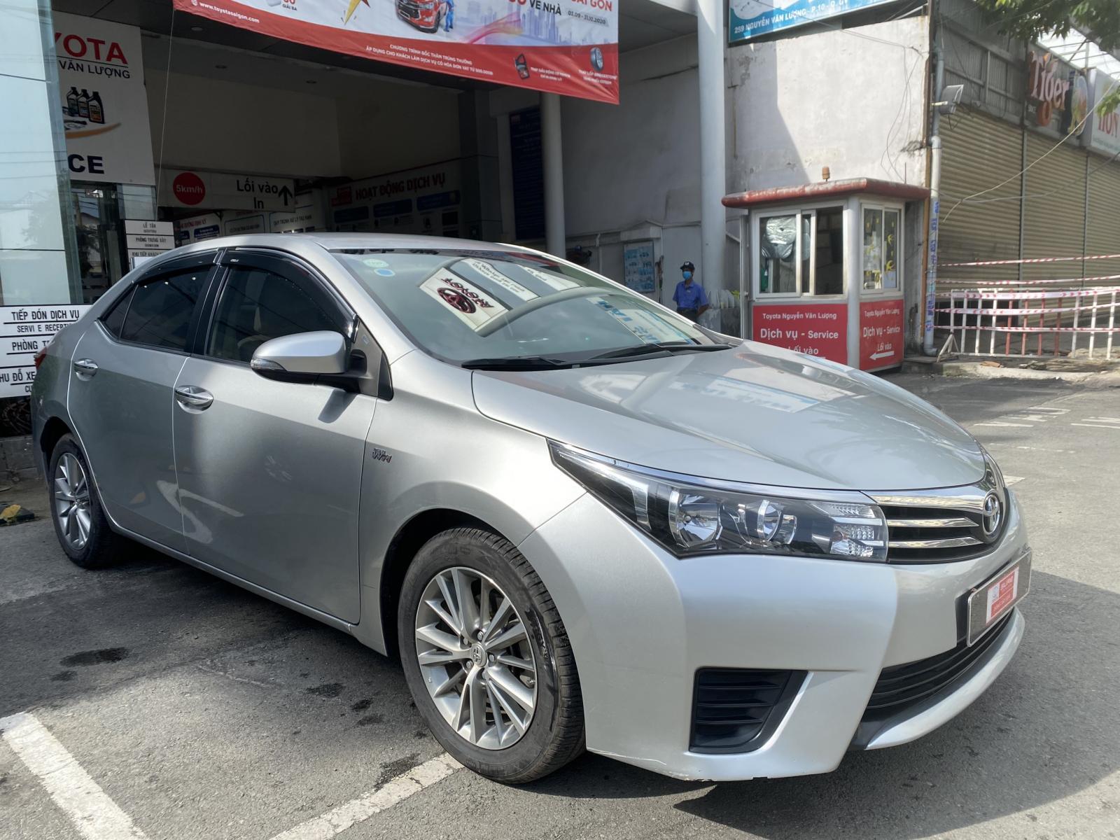 Bán ô tô Toyota Corolla Altis 1.8G đời 2015, màu bạc giá thương lượng