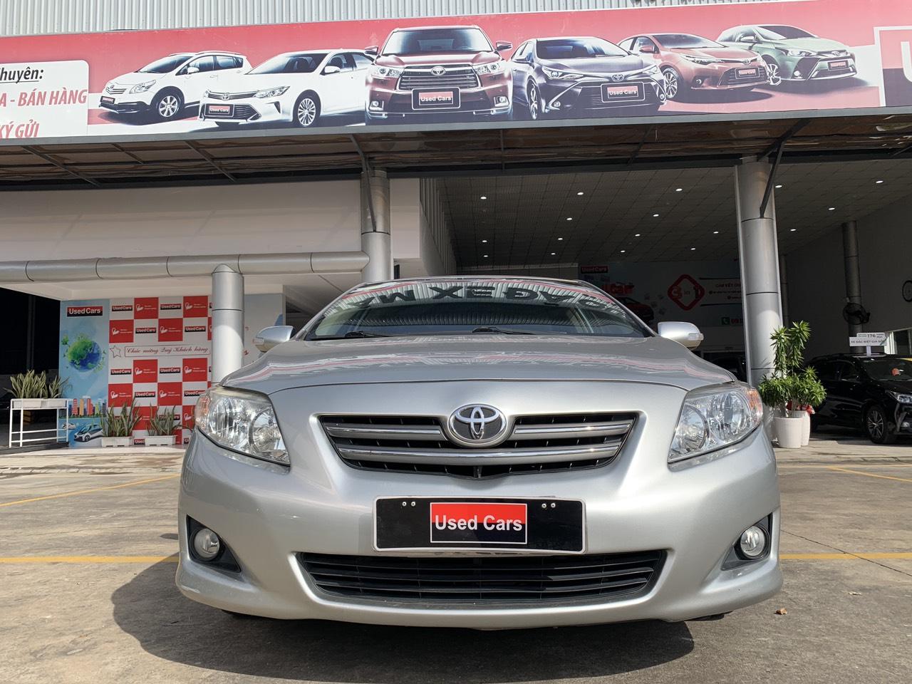Cần bán xe Toyota Corolla Altis 1.8G đời 2010, màu bạc