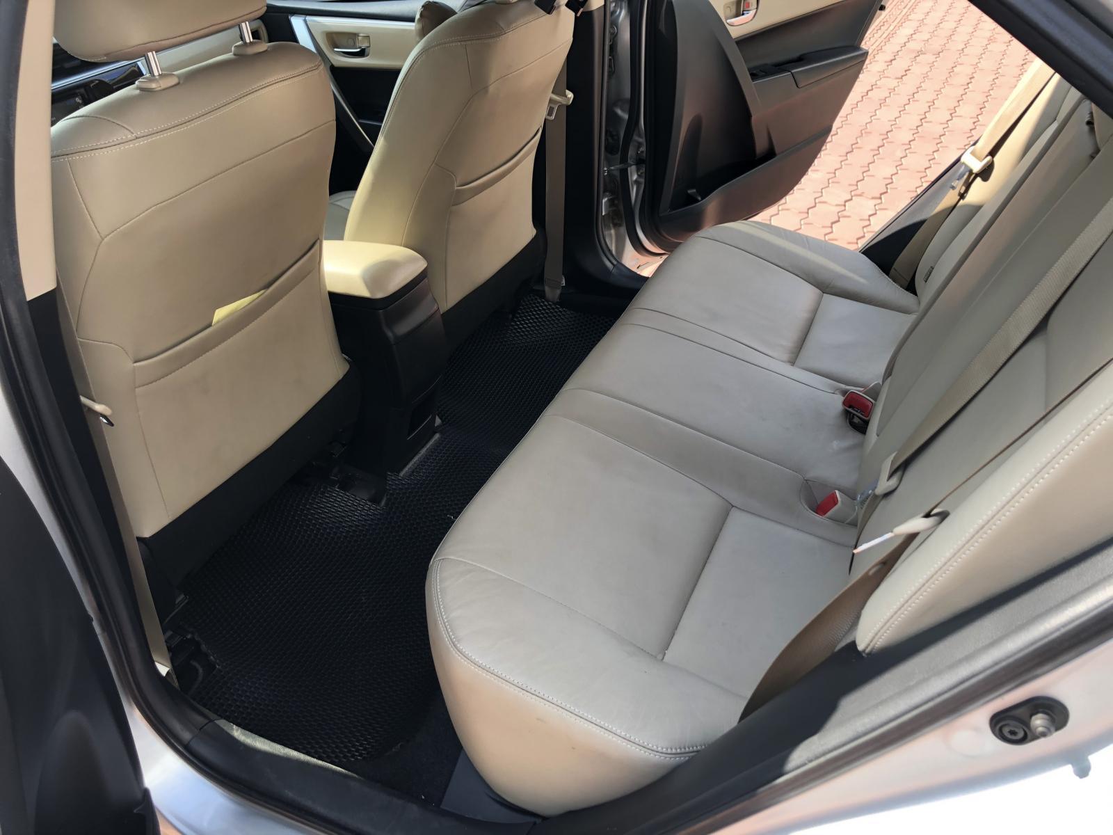 Bán Toyota Corolla Altis 1.8G đời 2016, màu bạc