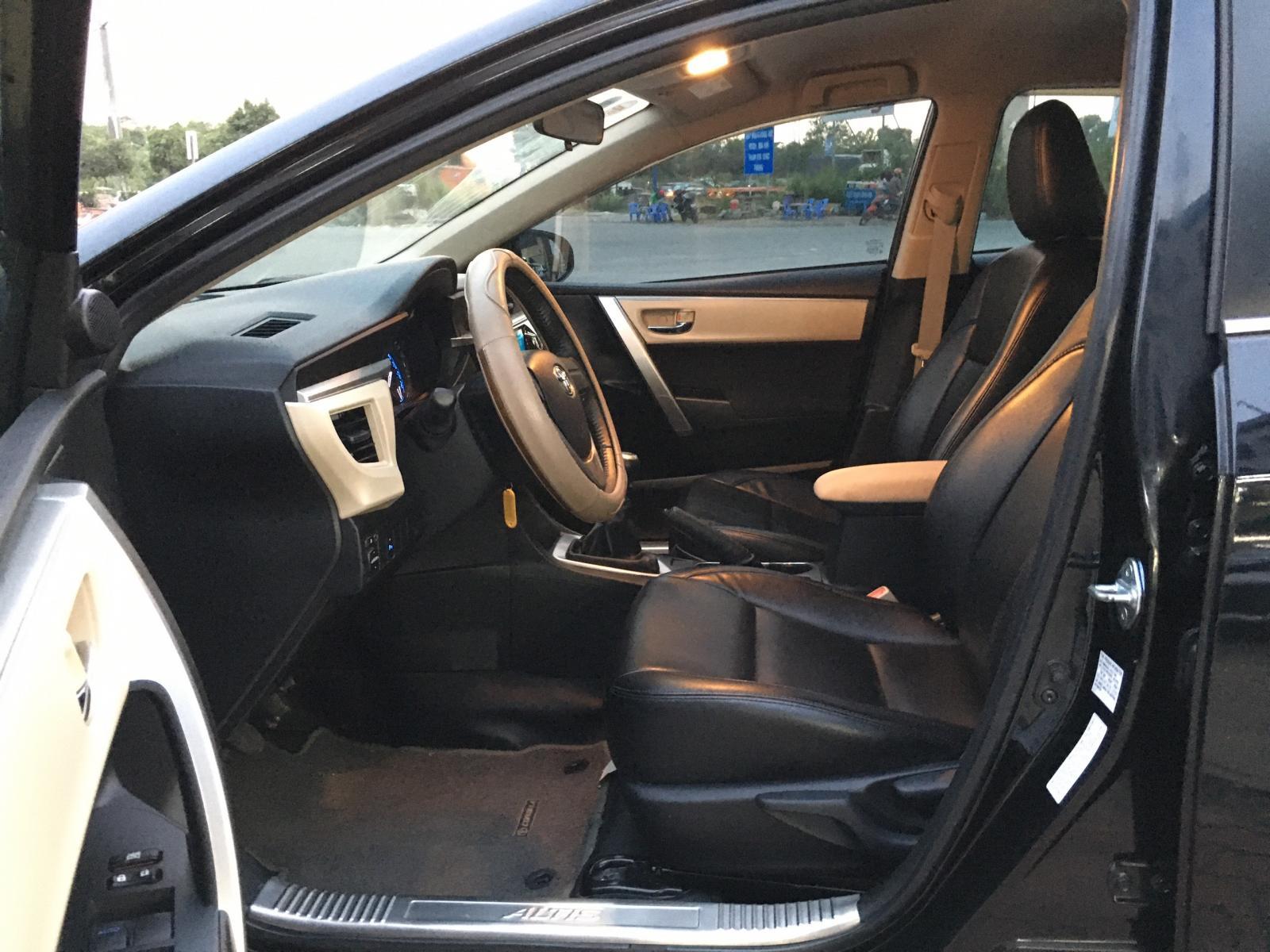 Cần bán xe Toyota Corolla Altis 1.8G đời 2014, màu đen, giá thương lượng