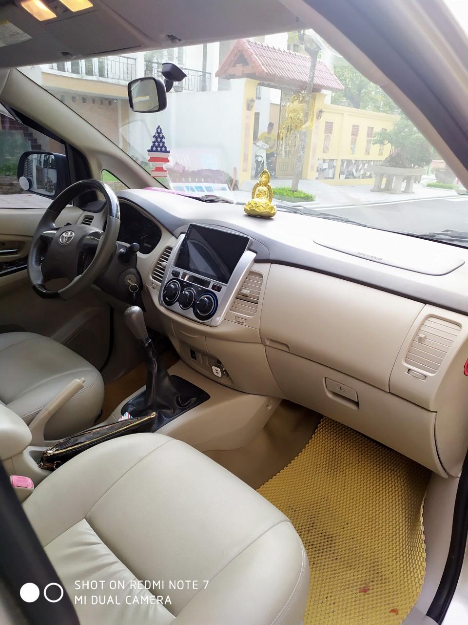 Cần bán Toyota Innova 2.0E đời 2016, màu vàng cát, chính chủ