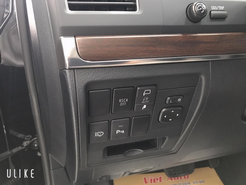 Bán xe Toyota Landcruiser 4.6V8 2021 màu đen nội thất nâu