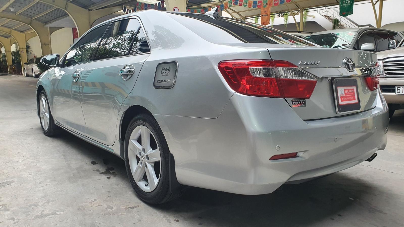 Bán Toyota Camry 2.5Q đời 2014, màu bạc, giá tốt