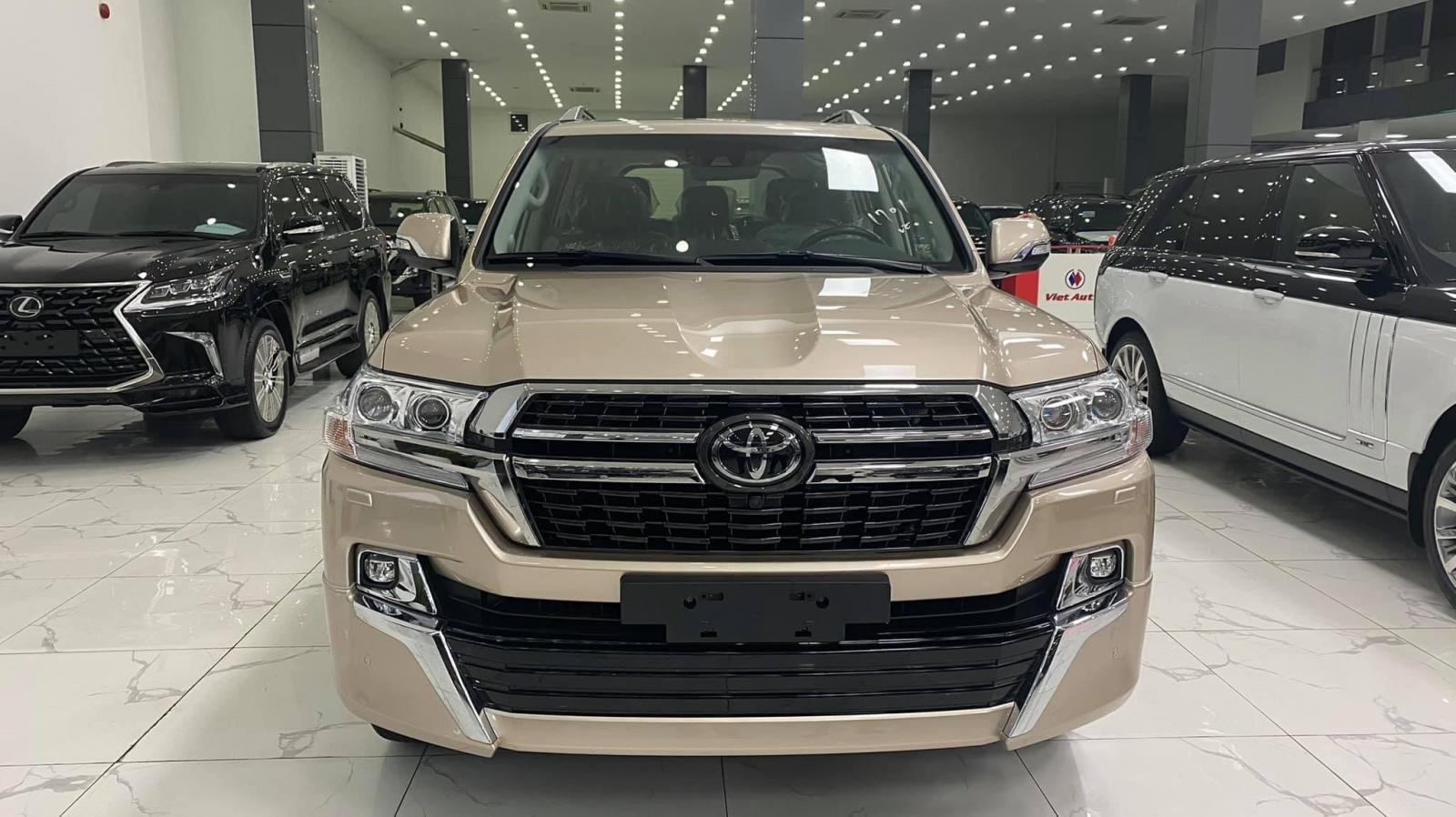 Siêu hot duy nhất 1 xe màu vàng Toyota Land Cruiser 5.7 VXS 2021 mới 100%, xe giao ngay