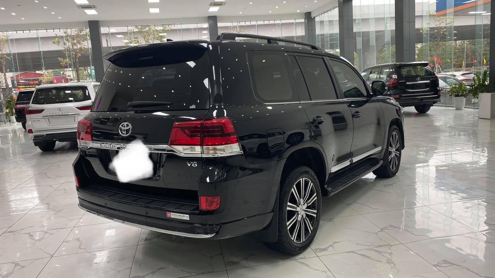 Toyota Land Cruiser 4.6 VX, sản xuất và đăng ký 2019, xe đẹp như mới