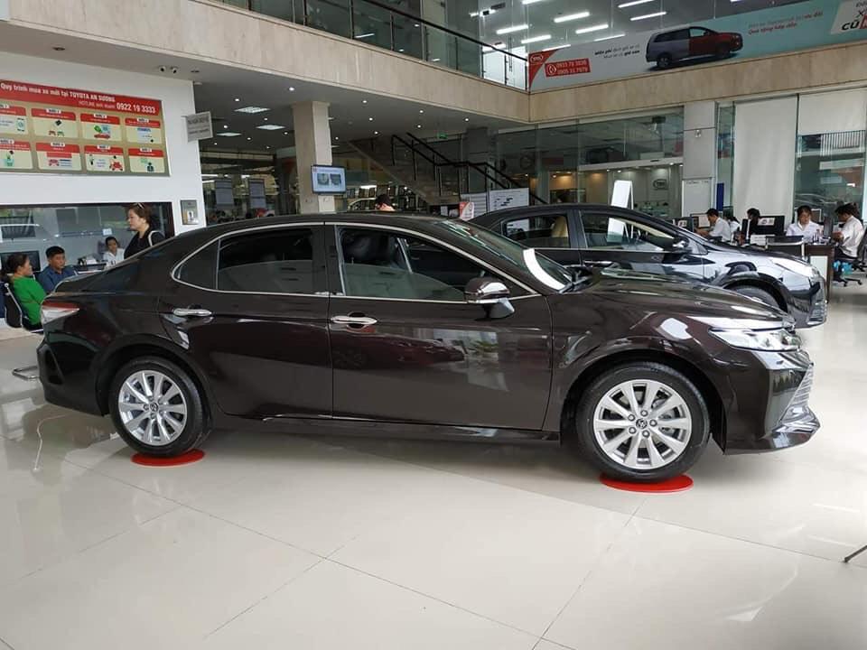 Toyota Camry 2021 mới tại Toyota An Sương