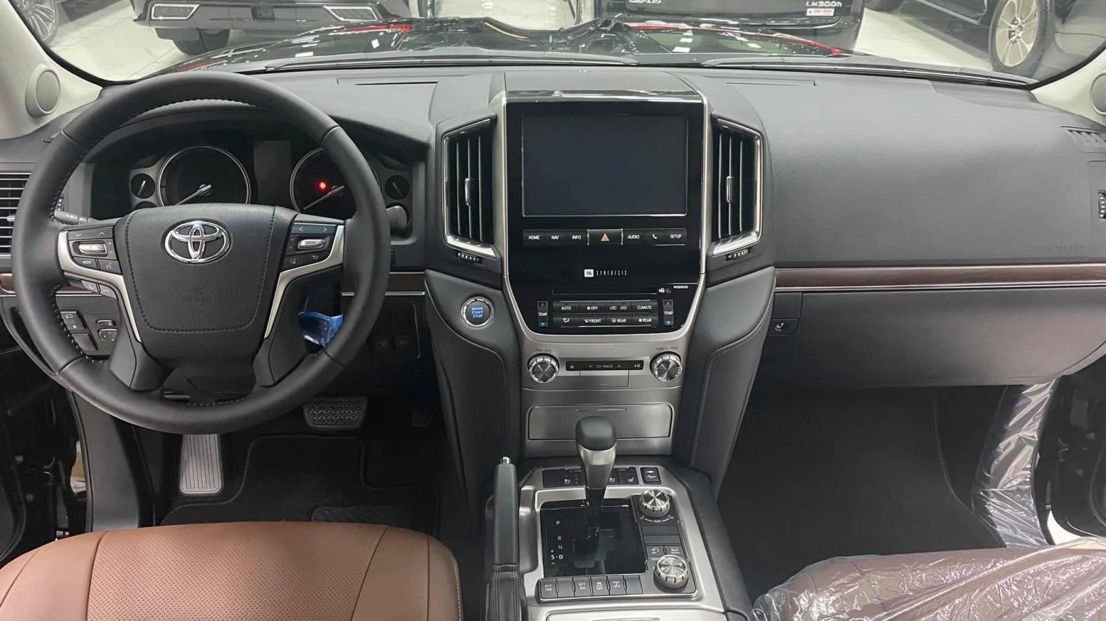 Bán Toyota Land Cruiser 4.6 2021 mới 100%, xe có sẵn giao ngay