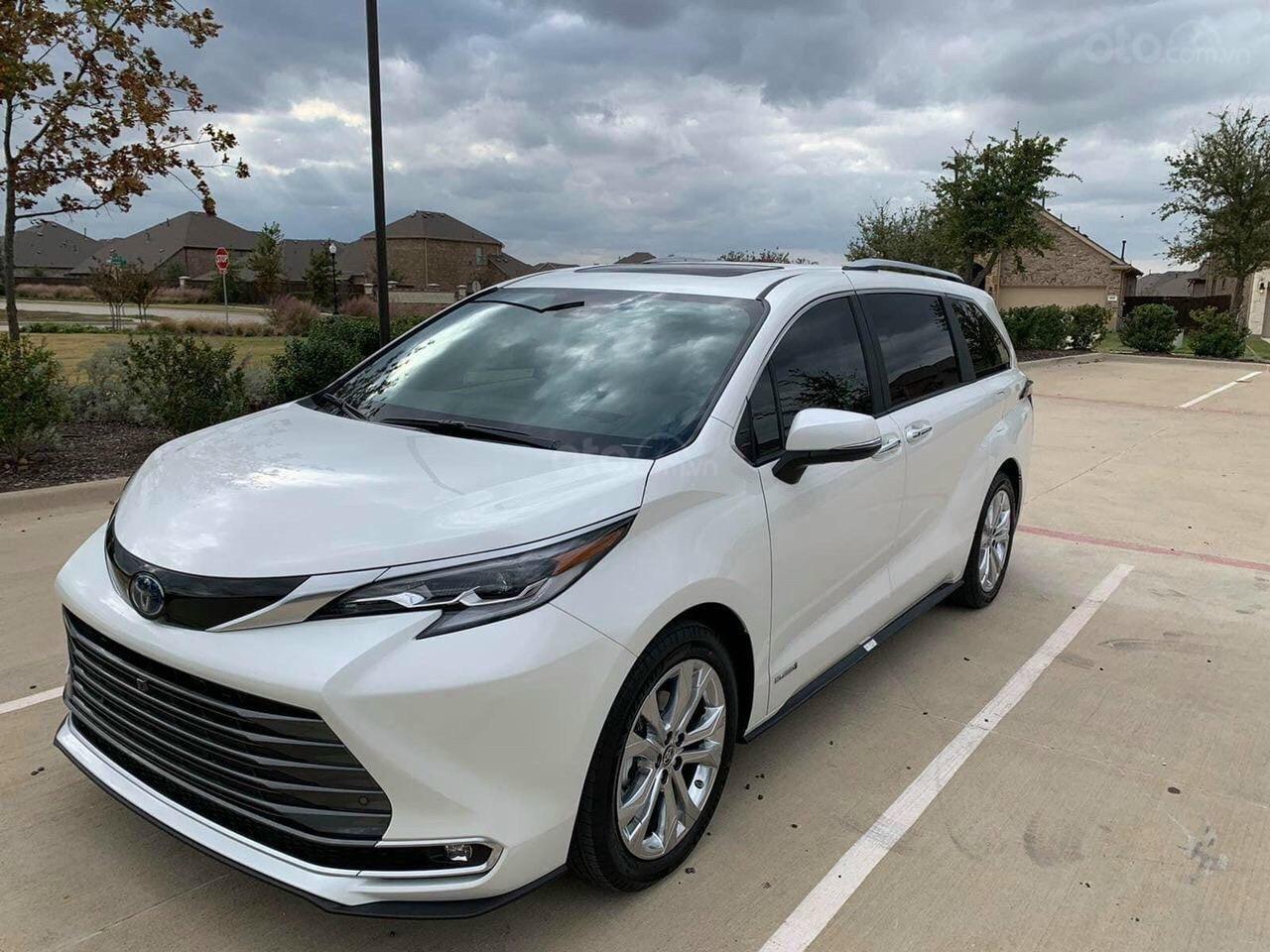 Bán xe Toyota Sienna Limited 2.5 sản xuất 2021, xe có sẵn, giá tốt