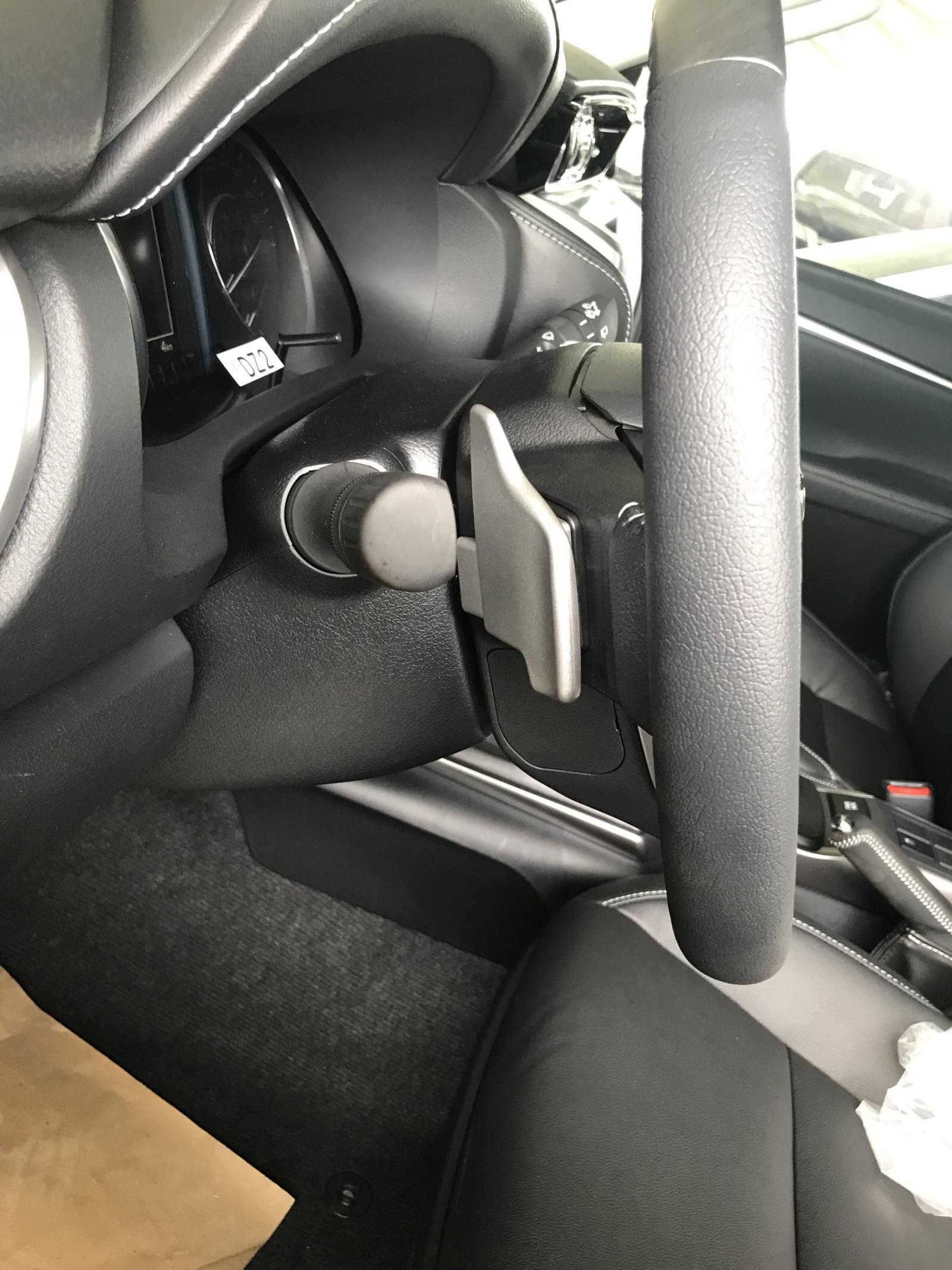Cần bán Toyota Fortuner 2.4AT 4x2 2021, màu trắng, trả trước 216tr