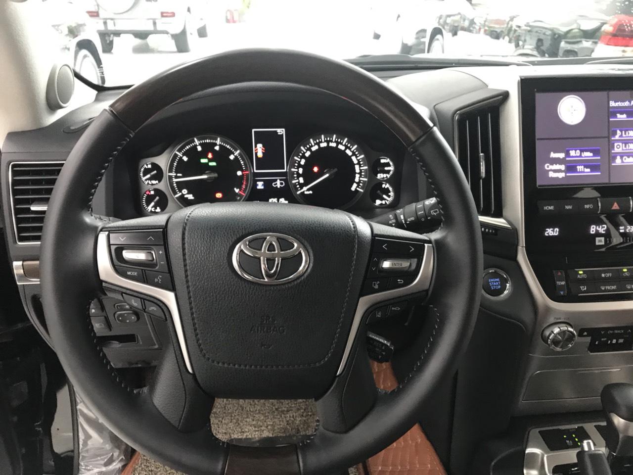 Bán Toyota Land Cruiser VXS 5.7V8 model 2021, xe vừa đăng ký xong như xe mới