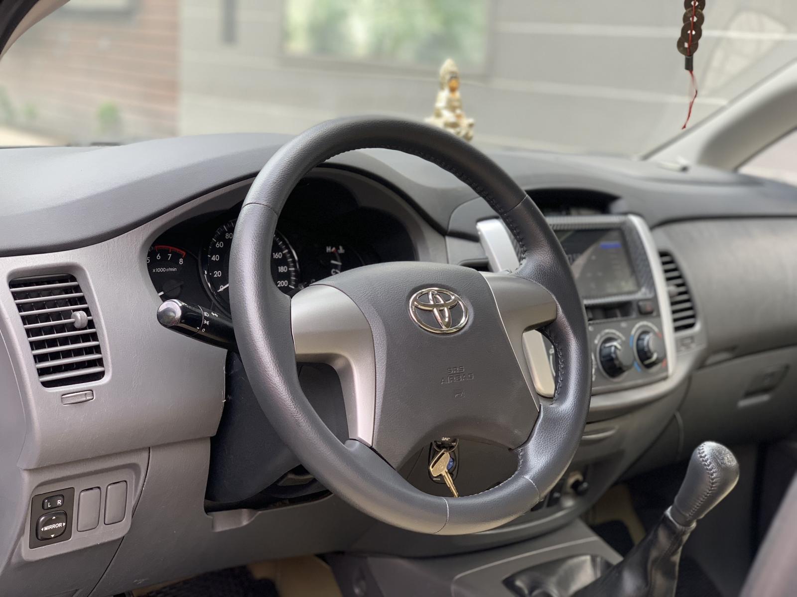 Chính chủ cần bán Toyota Innova, xe gia đình 7 chỗ, sx 2013, đk 2014