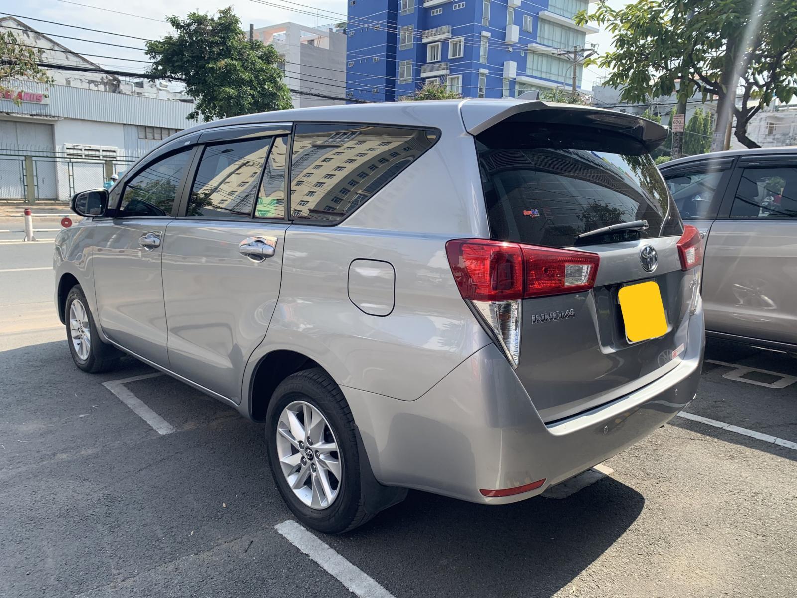 Bán xe Toyota Innova E đời 2019, màu bạc, giá chỉ 700 triệu