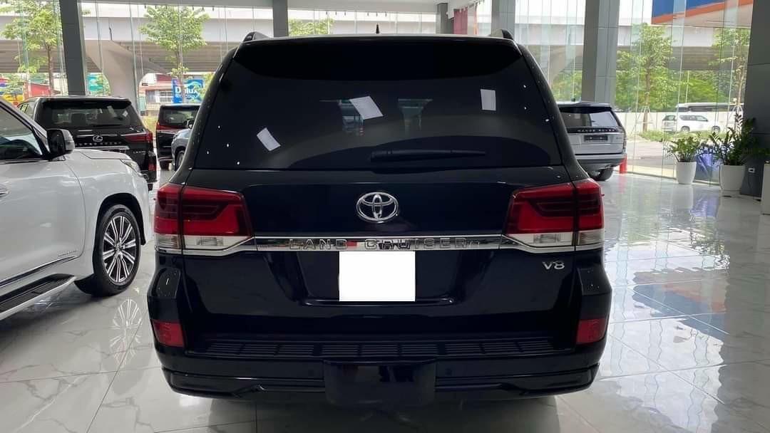 Bán ô tô Toyota Land Cruiser 5.7 sản xuất 2016, màu đen, nhập khẩu