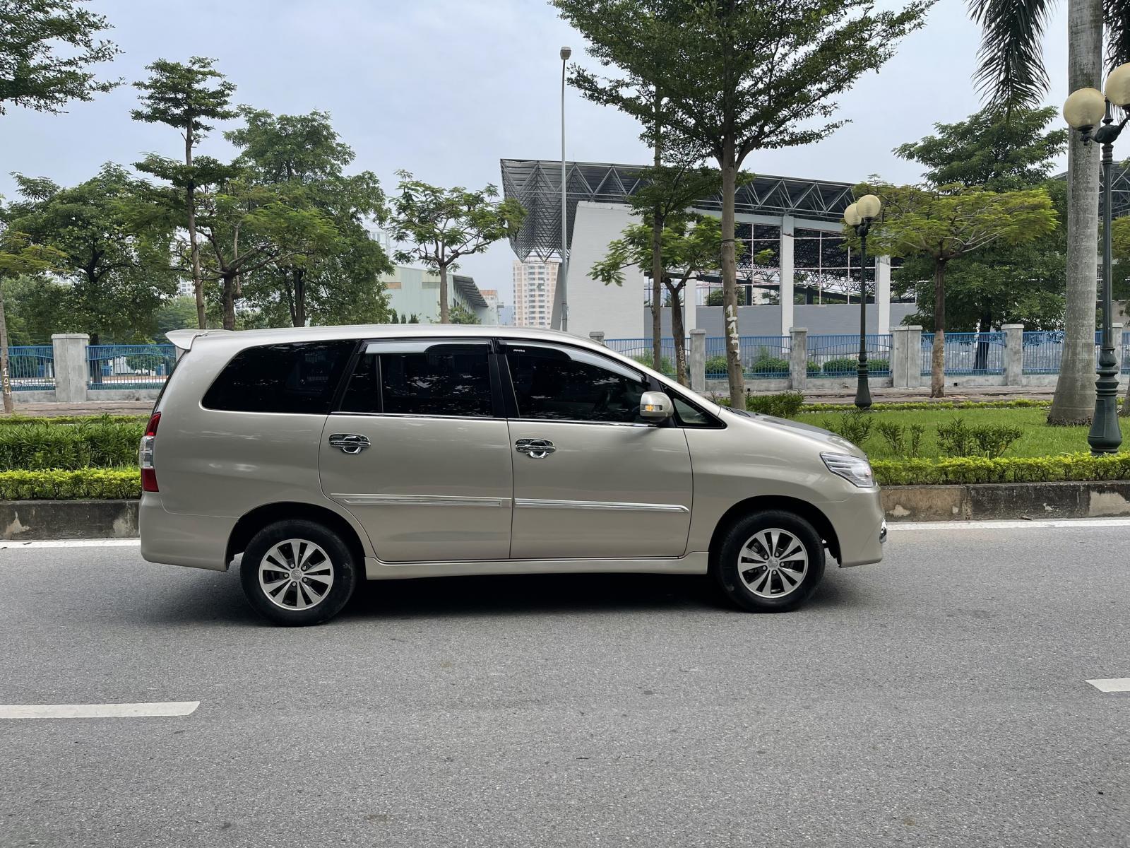 Cần bán Toyota Innova 2.0E đời 2016, chính chủ, 398 triệu