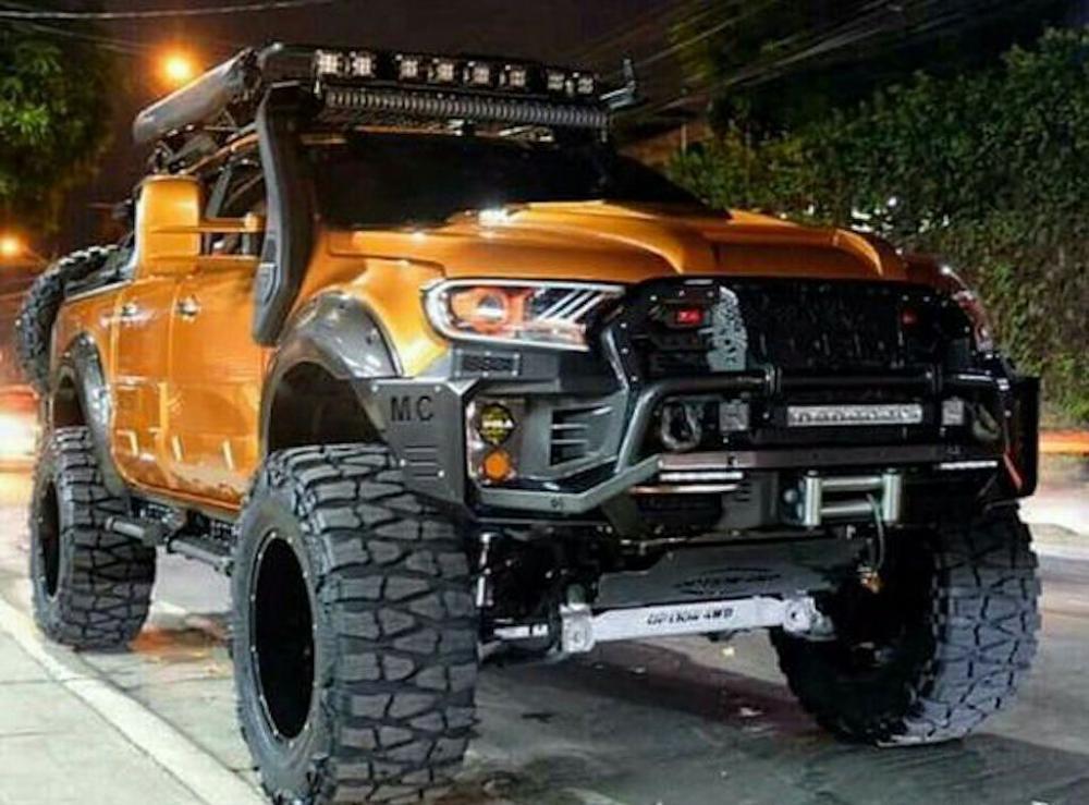 """Ford Ranger Wildtrak độ thành """"quái thú offroad"""" siêu khủng"""