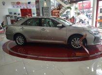 Toyota Camry 2.0E màu nâu vàng giá 972 triệu tại Tp.HCM