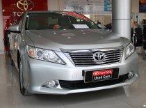 Cần bán xe Toyota Camry 2.0E năm 2013, màu bạc, xe chạy lướt chỉ 32.000Km. Giá tốt còn thương lượng. giá 820 triệu tại Tp.HCM
