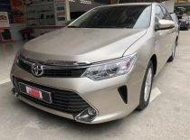 Bán xe Toyota Camry đời 2016 màu Nâu vàng, xe đi 24.000km giá 940 triệu tại Tp.HCM