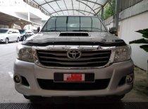 Cần bán Toyota Hilux 3.0G năm sản xuất 2016, màu bạc số sàn giá 570 triệu tại Tp.HCM
