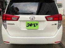 Cần bán gấp Toyota Innova 2.0E năm 2017, màu trắng số sàn giá 696 triệu tại Hậu Giang