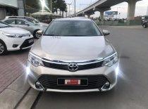 Bán xe Toyota Camry 2.0E đời 2016, màu vàng, giá tốt khi khách hàng xem mua xe trước tết giá 940 triệu tại Tp.HCM