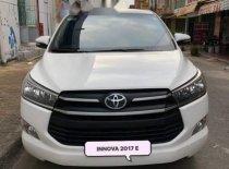 Bán Toyota Innova 2.0 E năm sản xuất 2017, màu trắng, số sàn  giá 680 triệu tại Hậu Giang