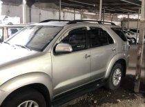 Cần bán gấp Toyota Fortuner sản xuất năm 2014, màu bạc xe gia đình giá cạnh tranh giá 695 triệu tại Tp.HCM